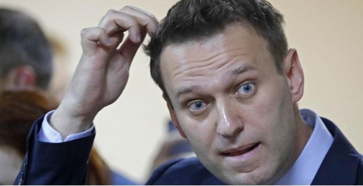 Финансовая безграмотность или жадность: почему Навальный в долгах, как в шелках